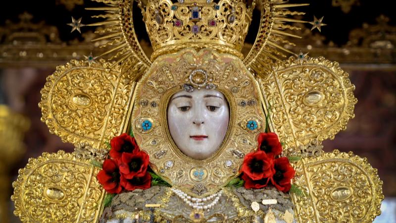 Rosas a la Virgen del Rocio
